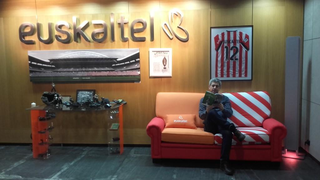 Cobos en la sede de Euskaltel